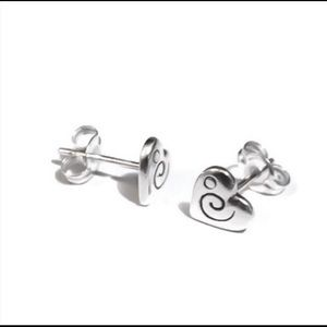 Moodtherapy Jewelry - 🆕 Heart stud 925 silver earrings